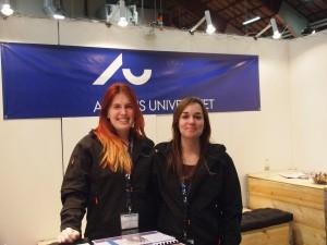 Kirstine og Louise, Agrobiologistuderende på Aarhus Universitets stand til Hest og Rytter messen 2015
