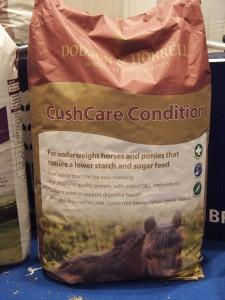 Brogaardens nye Cush Care foder til heste med Cushings syndrom. 18 kg sæk. Set på Hest og Rytter messen. Foto: hestezonen.dk